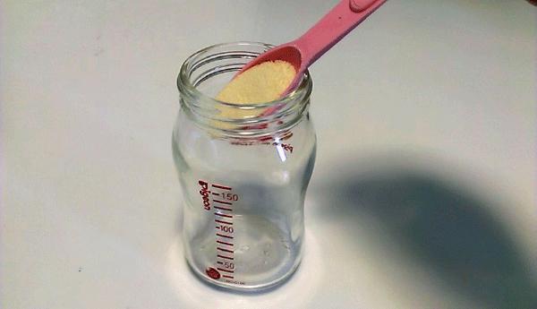 哺乳瓶の写真